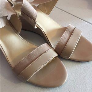 Liz Claiborne nude wedge shoes